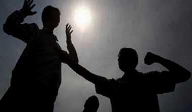 Mengaku TNI, Karyawan Bengkel Keroyok Pemuda
