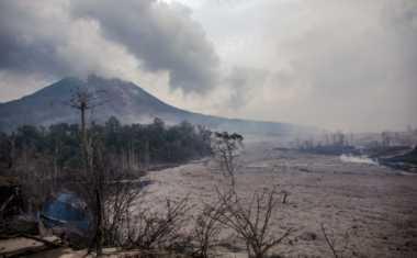 Hujan Halangi Abu Sinabung Turun ke Daerah Lain