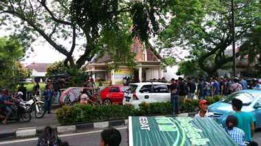 Jamaat Gereja Medan Berhamburan saat Bom Bunuh Diri Terjadi
