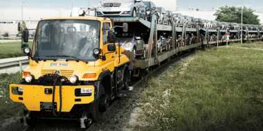 Mercedes Benz Siap Rilis 3 Truk Unimog Penarik Gerbong Kereta