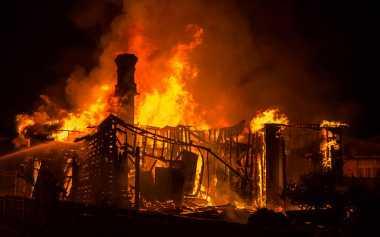 Gudang Pembuat Mebel Terbakar di Kebon Jeruk