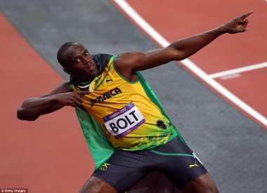 Bolt Kembali Berfoya-foya dengan Sejumlah Wanita Seksi di London