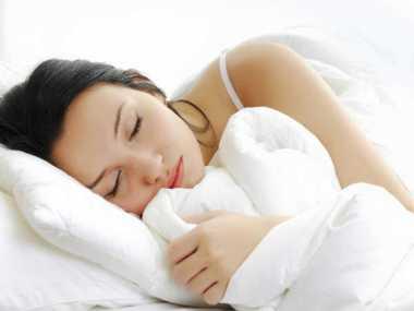 Tidur Miring ke Kanan Mencegah Munculnya Batu Empedu