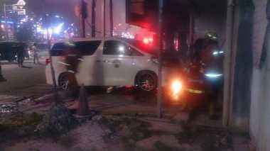 Minibus Alphard Terbakar di Tamansari Jakbar