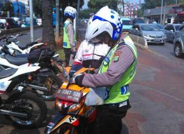 Tak Hanya Mobil, Motor Juga Ikut Ditilang di Hari Pertama Ganjil Genap