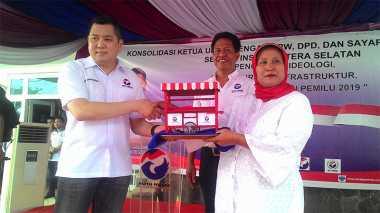 Di Palembang, Hary Tanoe Bagikan Ratusan Gerobak Perindo