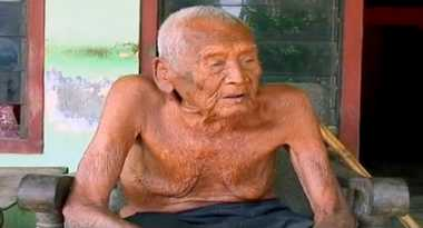 Mbah Gotho Manusia Tertua di Dunia Dikenal Humoris