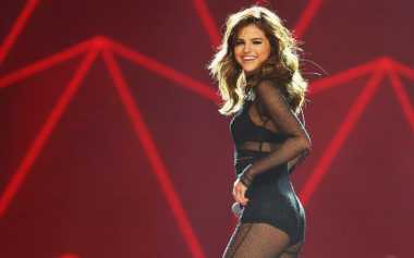 Tips Selfie ala Selena Gomez
