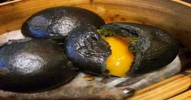 Yummy, 6 Bakpao Telur Asin yang Bikin Lidah Anda 'Meleleh'