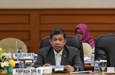 Fahri Hamzah Lantik Wakil Ketua Komisi IX Baru