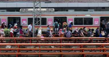 KRL Anjlok di Jakarta Kota, PT KCJ Minta Maaf