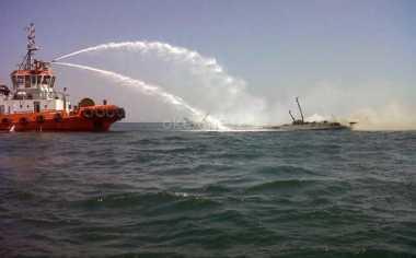Kapal Tongkang Bermuatan BBM Meledak, 1 Tewas dan 1 Terbakar