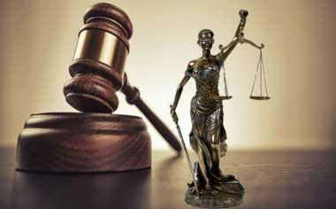 Tangannya Dipegang, Terdakwa Kasus Korupsi Ngamuk Usai Sidang