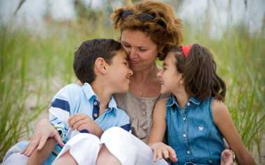 Sebelum Mengadopsi Anak, Penuhi Syarat-Syarat Ini