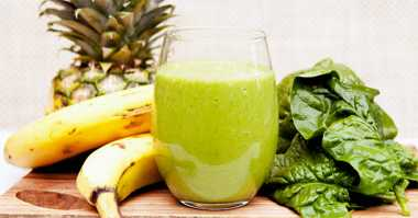 Lagi Diet? Makan Siangnya Kale Smoothies with Pineapple and Banana