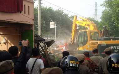 Penampakan Pembongkaran Bangunan Warga di Rawajati
