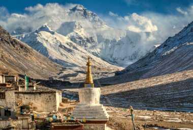 Mengaku Pernah Mendaki Everest, Pasangan Ini di-Blacklist