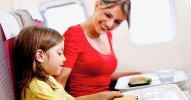 Makanan yang Perlu Dihindari saat di Pesawat