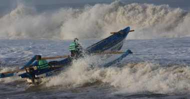 Cuaca Ekstrem Hantam Pantai Selatan Jawa, Nelayan Pilih Mudik Ketimbang Melaut