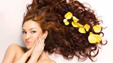 5 Hal pada Rambut yang Perlu Dihindari Sebelum Tidur