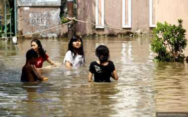 Banjir Selutut Orang Dewasa, Lalu Lintas Ciledug Padat