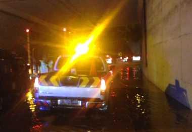 Hujan Deras, Jalan Depan Mal Kalibata dan Terowongan Cawang Tergenang