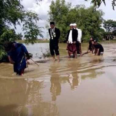 Banjir 1 Meter Tak Halangi Niat Budi Menikahi Gadis Pujaan