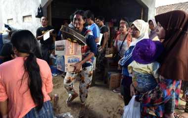 Puluhan Bayi Korban Banjir Bandang Garut Butuh Popok, Susu dan Pakaian
