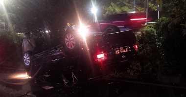 Toyota Vios Jungkir Balik di Kuningan, Lalin Arah Menteng Macet