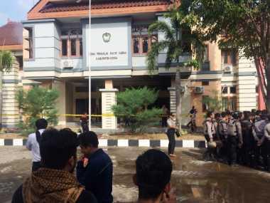 Kantor DPRD Gowa Diduga Dibakar Massa