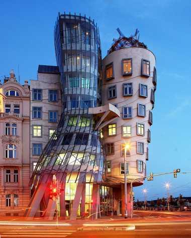 Rumah Bergoyang di Ceko Kini Menjadi Hotel