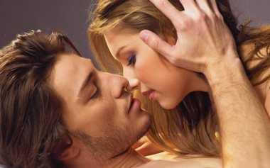 Ini Jawaban Kenapa Berciuman Mata Harus Merem