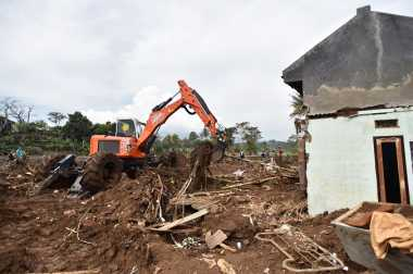 Maksimalkan Pencarian Korban Banjir Garut, Drone hingga Alat Berat Dikerahkan