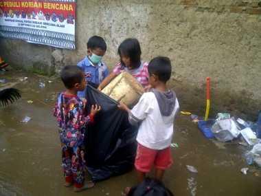 Korban Banjir Garut Masih Kekurangan Bantuan Perlengkapan Sekolah