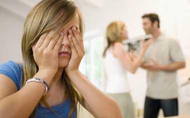 Peringatan Keras agar Orangtua Tak Bertengkar di Depan Anak