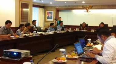 Tim 10 Kaji Kewenangan Ketua DPD Soal Kebijakan Impor Gula