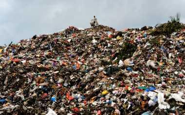 Diguyur Hujan Deras, Gunungan Sampah di TPA Cipayung Longsor