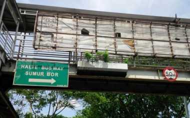 Warga: Perbaikan JPO di Jakarta Barat Asal Jadi!
