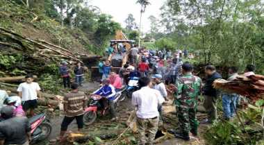 Jalan Trans Papua Sorong Diterjang Longsor
