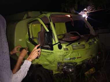 "Mobil Anggota DPRD Gunung Mas ""Adu Banteng"" dengan Truk"