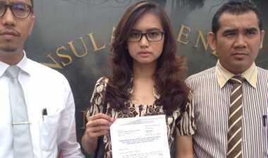 Perempuan Cantik Ini Dilarang ke Malaysia Tanpa Alasan yang Jelas