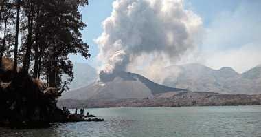 Gunung Barujari Meletus, Semburkan Abu Setinggi 2.000 Meter
