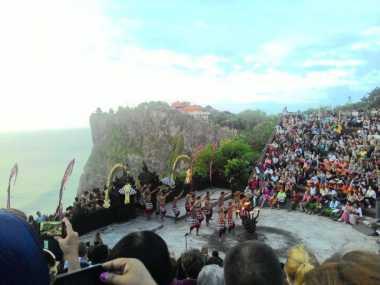 Suguhan Sunset Pulau Dewata Disuguhkan dengan Balutan Budaya