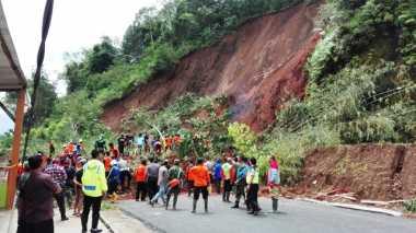 Tebing Longsor, Jalur Banjarnegara-Pekalongan Terputus Total