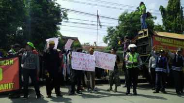 Kemenag Mojokerto Didemo, Buntut Pelaporan Surat Kabar Lokal ke Polisi
