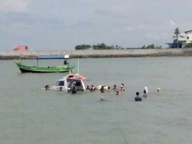 Perahu Pemantau PON Jabar Tenggelam, 12 Penumpang Diselamatkan