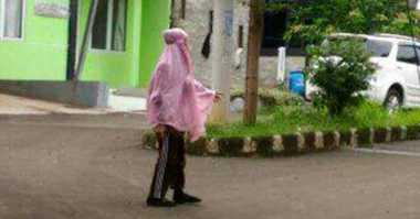 Perempuan Bermukena Pink Diduga Penculik Tidak Ditahan