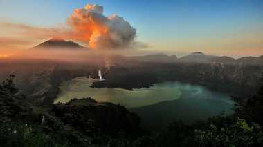 Gunung Barujari Meletus, 389 Wisatawan Terjebak!