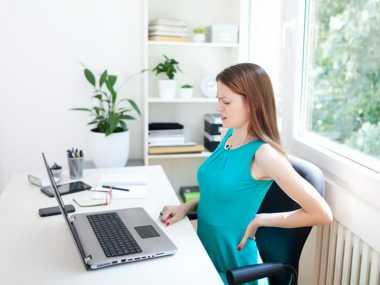 Cara Mengatasi Bokong Sakit dan Pegal saat Bekerja