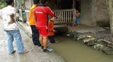 Asyik Main di Selokan, Ulil Absor Hanyut Terseret Arus